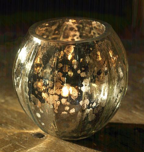 szklany lampion ze srebrną farbą
