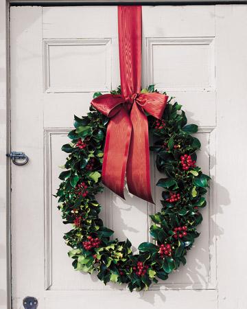 bożonarodzeniowy wianek na drzwi
