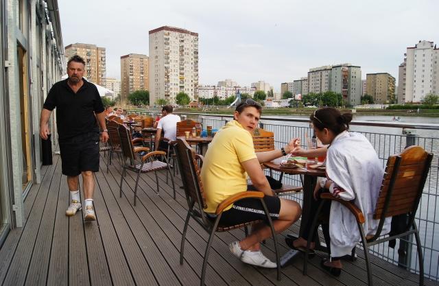 http://fotoforum.gazeta.pl/photo/1/ri/td/f74i/q64ajIYVk3VnQcLggX.jpg