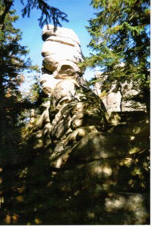 Hutniuczy Grzbiet-Maszkarada-pionowe skalne miseczki