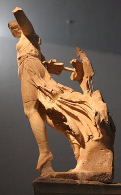 Rzeźby V w. nie są jeszcze zaprojektowane w pełni do oglądania ze wszystkich stron, niemniej pełne wyobrażenie o artyzmie Nike daje dopiero obejrzenie jej z różnych perspektyw.