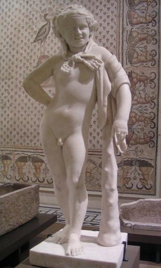 Chłopiec w stroju Heraklesa