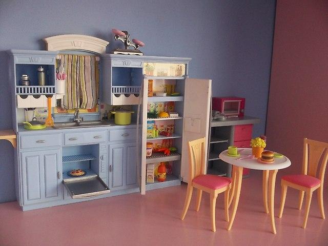 Sprzedam zestawy Polly, Barbie, ZhuZhu, Petshopy Szafa   -> Kuchnia Amica Nie Pali Palnik