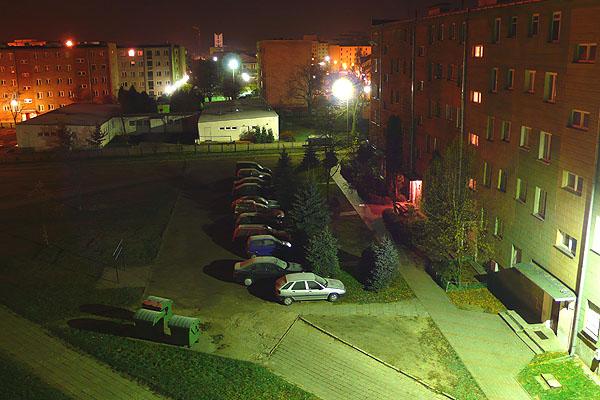 z balkonu nocą