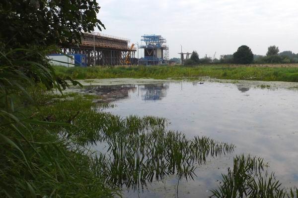 Po lewej stronie rzeki