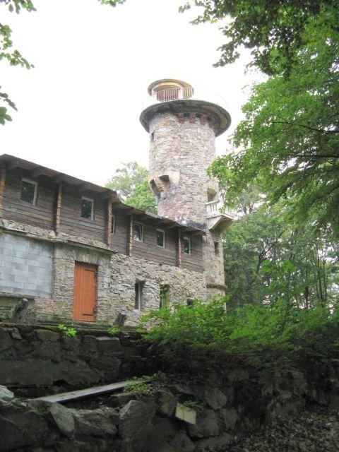 Głuchołazy - dom wycieczkowy z wieżą na Przedniej Kopie