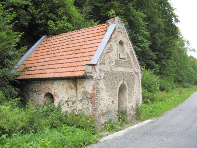 Czechy - droga Javornik - Travna zaniedbana kapliczka