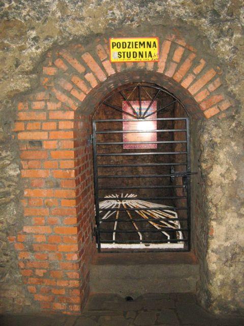 Kłodzko - trasa podziemna turystyczna - studnia podziemna