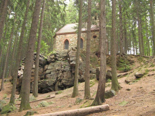 Głuchołazy - kaplica św. Anny i Wiszące Skały