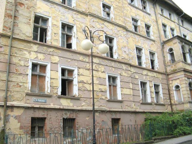 Głuchołazy - ruina domu wczasowego lub sanatorium