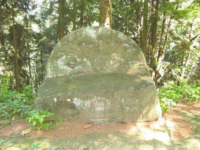 Góry Stołowe - skalna ławka przy Machowskiej Drodze