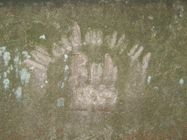 G�ry Sto�owe - napis na skalnej �awce przy Machowskiej Drodze