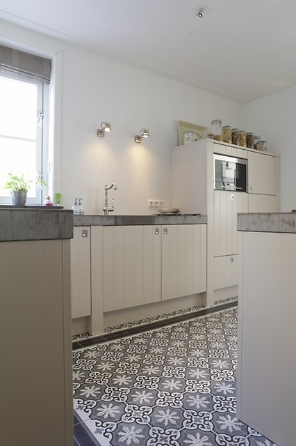 Kolorowe Płytki Cementowe W łazience W Stylu Nowoczesnym