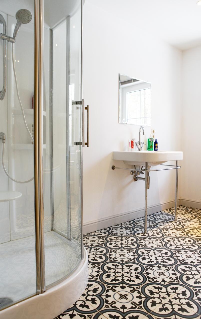 Portugalskie Płytki Cementowe W Małej łazience Zdjęcia Na
