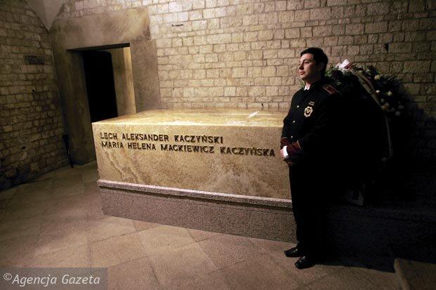 z7786195X,Prezydencki-sarkofag-z-trumnami-Lecha-i-Marii-Kaczynskich